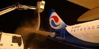 太冷了!重庆机场今冬首次给飞机除冰 - 重庆晨网