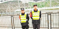 铁路护路联防队员 春运期间每天巡逻铁路沿线6小时 - 重庆新闻网