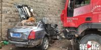突发!渝北回兴一大货车撞上小轿车 小车成一堆废铁司机当场身亡 - 重庆晨网
