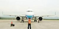 9月21日,重庆航空公司引进的首架A320NEO飞机降落在重庆江北国际机场。 记者 罗斌 摄 - 重庆新闻网