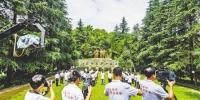 """七月十五日,綦江区石壕红军烈士墓,""""壮丽七十年·奋斗新时代——记者再走长征路""""主题采访活动重庆站启动。记者 龙帆 摄 - 重庆新闻网"""