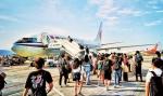 8月10日,重庆江北国际机场,暑期外出的旅客准备登机。 - 重庆新闻网