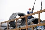 (聚焦疫情防控)(2)重庆果园港积极生产助力物流企业复工复产 - 新华网