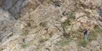 """电影《巫山儿女》正在拍摄下庄人在绝壁上凿""""天路"""" - 重庆晨网"""